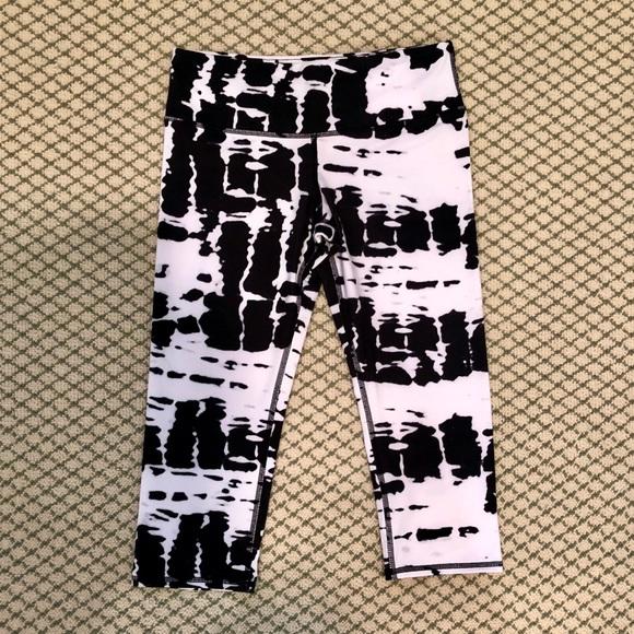 7d07232c077b5 ALO Yoga Pants | Black And White Tie Dye Capri Legging | Poshmark